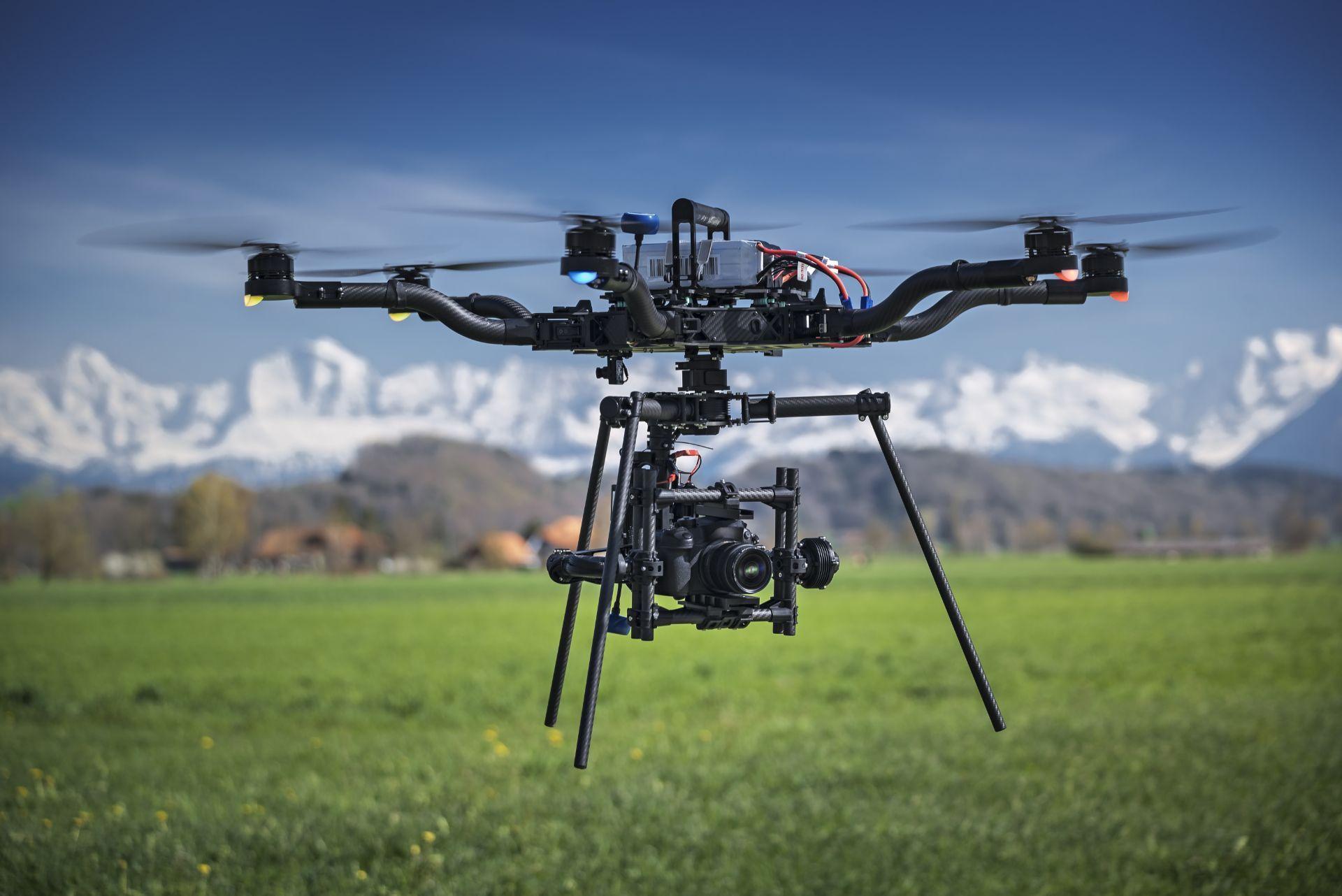 Contratar operadores de Drones de Carga Pesada